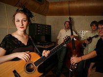 Lindley Ruth and her Tipsy String Band