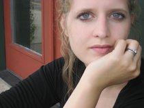 Ellie LaVeer