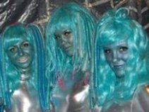 Alien Surfer Babes