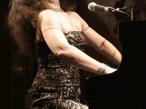 Wendy DeWItt - the Queen of Boogie Woogie