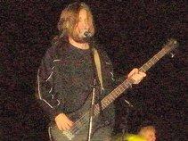 El Fefo bass player