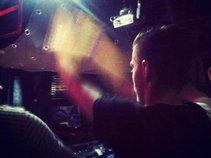 DJ BL3v