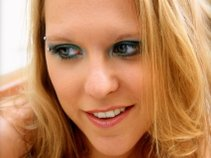 Leala Cyr