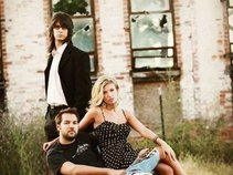 Juicy Acoustic Trio