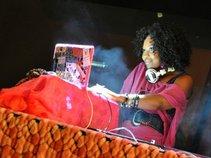 DJ Night Nurse the Kem8kyl Muse