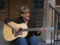Harriet Reynolds, singer songwriter