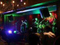 Johnmpamei & The band's