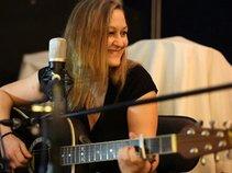 Hanna-Singer-Songwriter