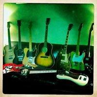 1383851622 guitar pile