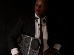 DJ Nova Jade