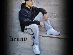*Benny*