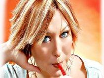 Andie R Lynne