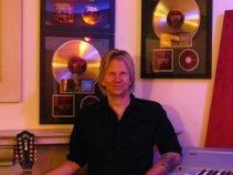 Matt Pakucko : Producer / Engineer / /Mixer / Songwriter / Boutique Pro Studio