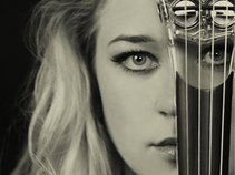 Kate Chruscicka - Classical & Electric Violinist