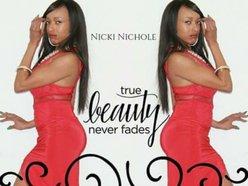 Nicki Nichole
