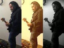 Tom Alexiou -Musician