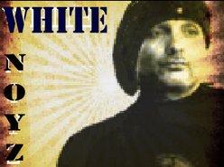 WHITE  NOYZ