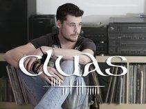 Cluas