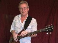 Dennis Michaels Bassist