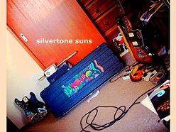 Silvertone Suns