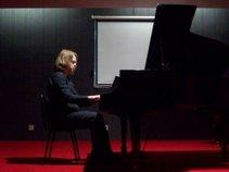 Pianist-Daniel Roberts