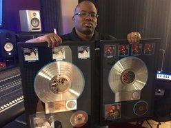 Multi-Platinum Producer Tizone(Mixing, Mastering Engineer)