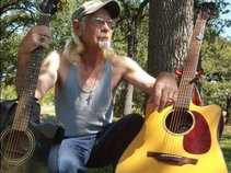 James Jewett,Guitarist-Songwriter.