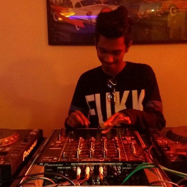 Dj Adds Chaar Botal Vodka (RAGINI MMS 2) Clubz Mix by Dj Adds