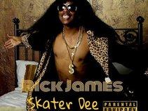 Skater Dee