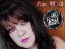 SHE WOLF UNSIGNED Neue Regel Radio