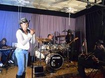 Ladii L & Eleveen band