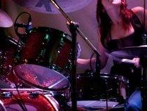 Sarah Tomek (drums)