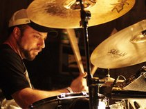 eDDie mAx: drummer for hire