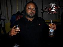 DJ THR33