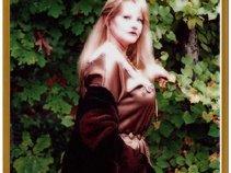 Alina nic an Bhaird (Glenda Burell)