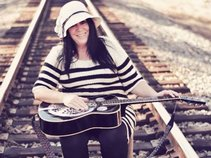 Kat Klampette    Singer/Songwriter