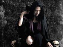 Mia Raven