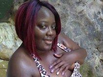 Miss Boss Money Queen Lady R