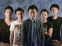 Alobo Naga & The Band
