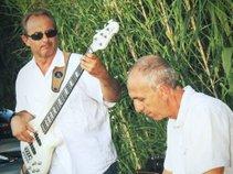 Jael eLEkTrIK Bass Player