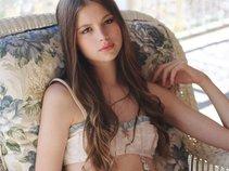 Nicki Jones