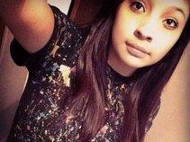 Selena Leon