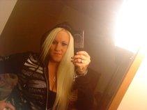 Blue eyed Blondie