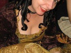 Lizzie Violet