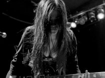 Melia Maccarone- singer, songwriter,lead guitarist