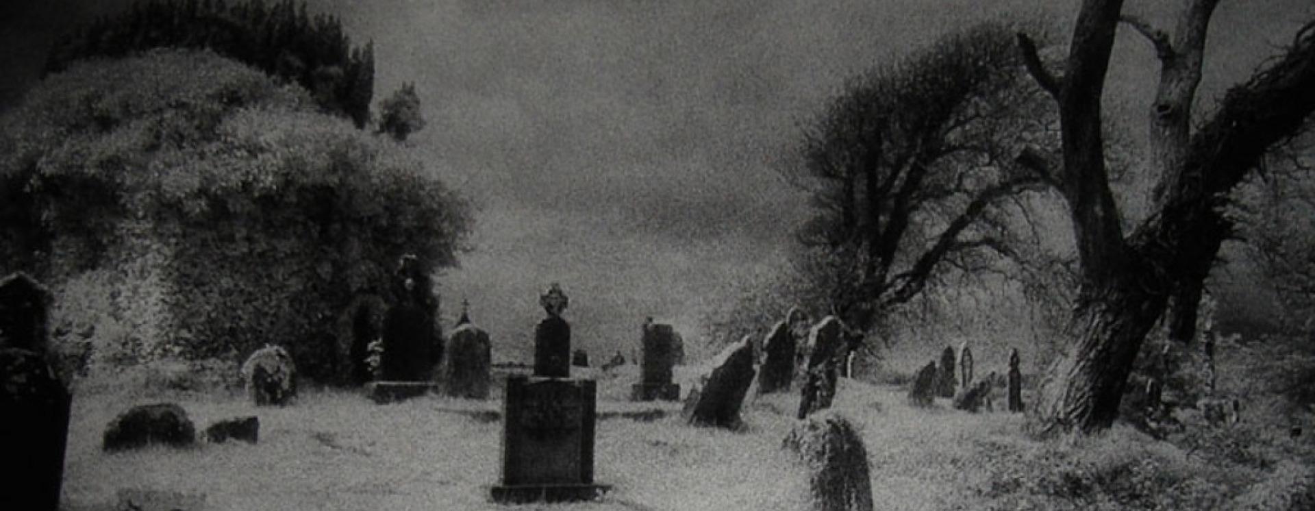 1425310018 grave copy