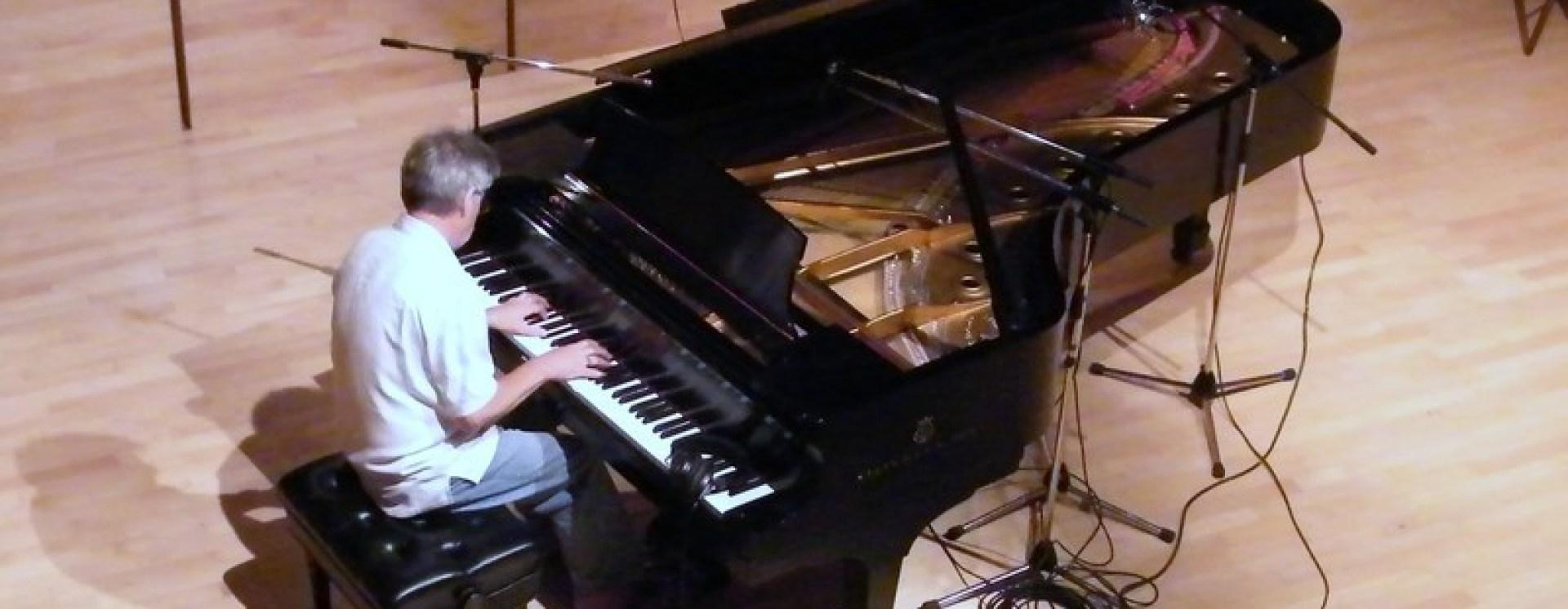 1321397762 really big piano copy