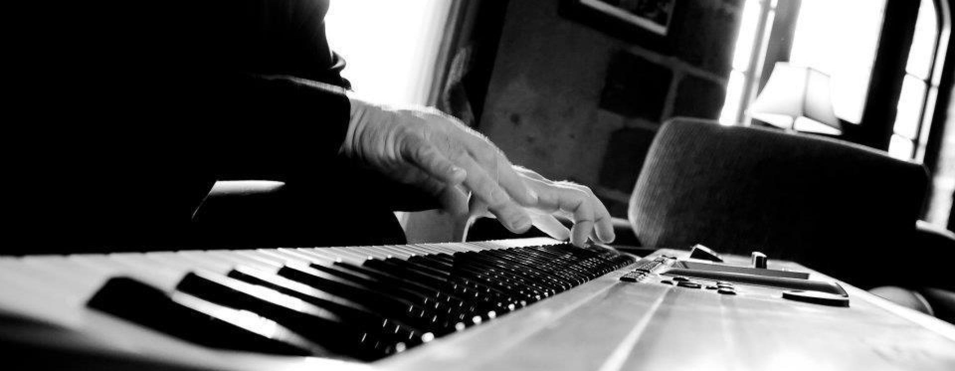 1448333560 charles on keys copy