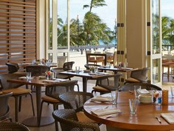 Hyatt Regency Waikiki Swim Lounge
