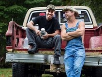 Sunshine & Moonshine with Tim Smith, Tickle and Howard of the MOONSHINERS Show
